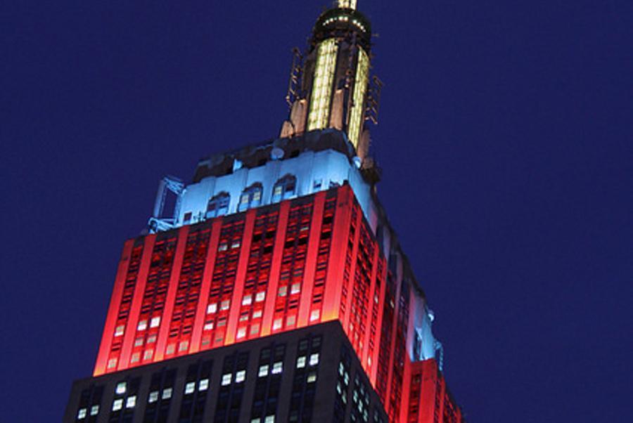 Эмпайр Стейт Билдинг, подсветка,Олимпиада в Сочи, цвета российского флага, триколор, фото