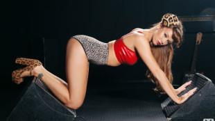 Zvezda rok-n-rolla Leanna Decker 18